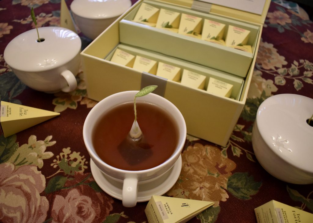 Tea Forté Tea Chest Tea Tasting Assortment with Café Cups